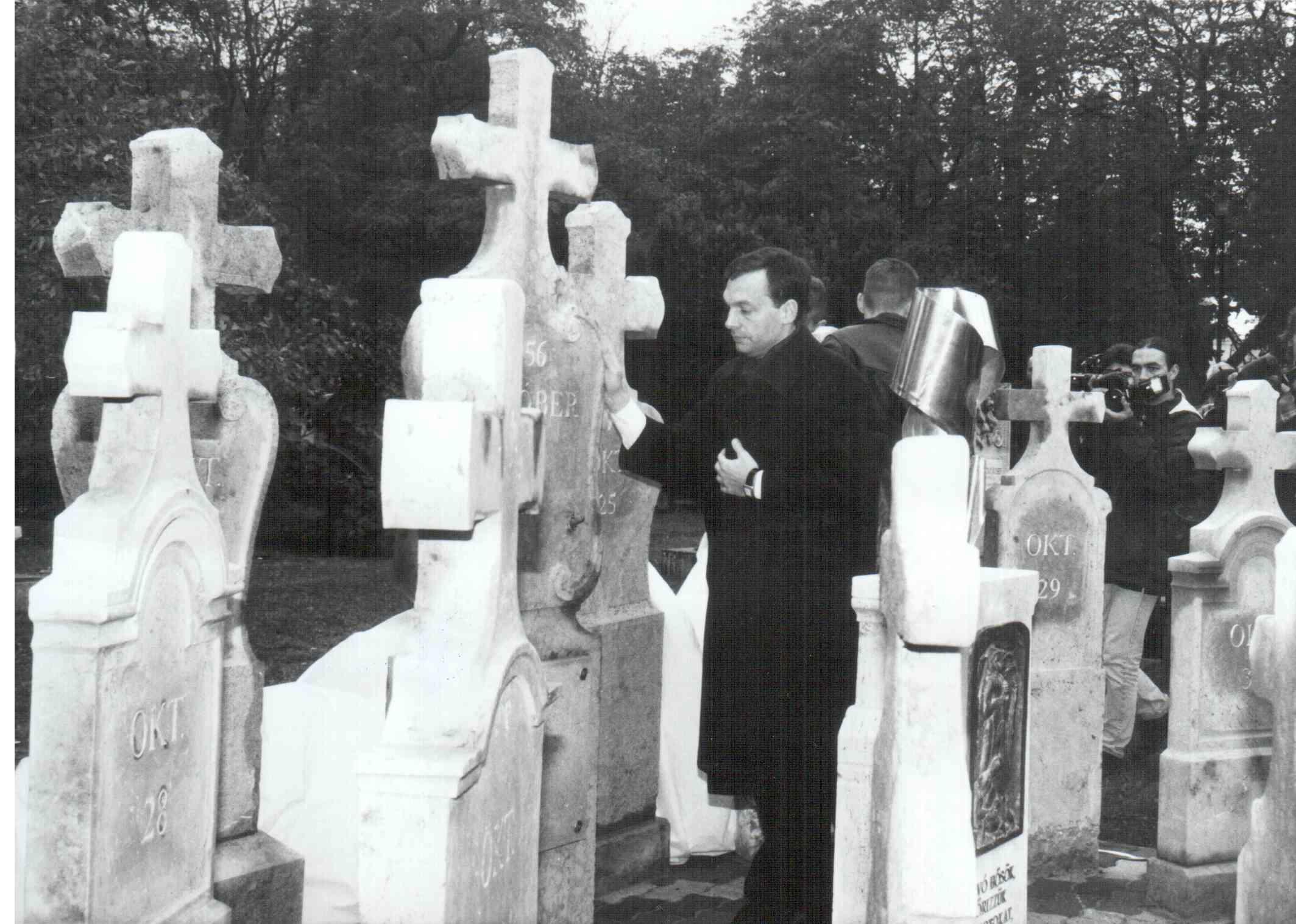 1999-ben Orbán Viktor miniszterelnök avatta fel a közadakozásból készült 1956-os emlékművet, amelyet Gömbös László készített / Fotó: Varmegyegaleria.hu